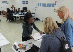 Volunteers at a Democratic field office in DeKalb County, Georgia, use Obama campaign methods to reach out to targeted voters. (PBG/Prose and Thorn)